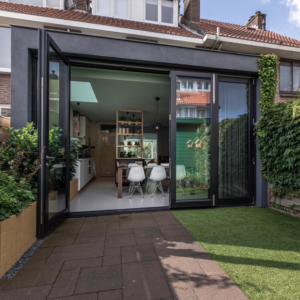 Jaren-dertig-woning-Utrecht-met-openslaande-deuren